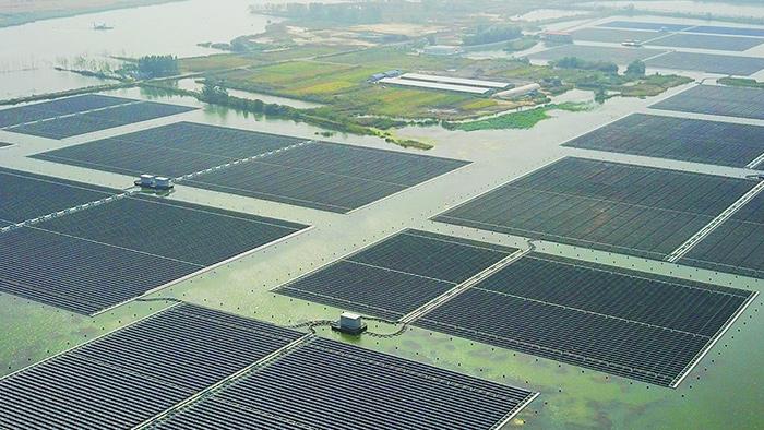 石炭採掘陥没エリアの40MW水上太陽光発電システム