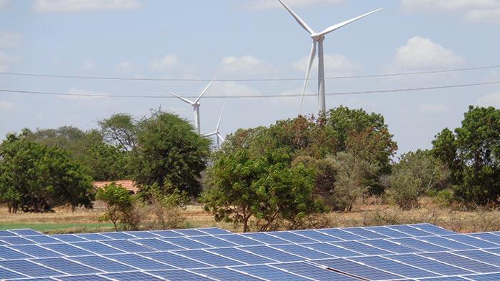 インド、ハイブリッド太陽光発電所
